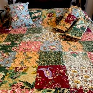 Quilt with 2 Pillow Shams & Throw Pillow